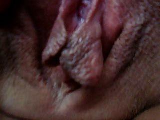 Ich streichle die Klitoris der Frau