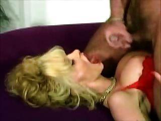 big breasted blonde deutsche milf bekommt eine tolle Gesichtsbehandlung (Clip)