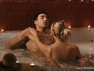 erotische anal fucking bei einem romantischen Schaumbad