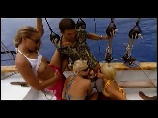 Gruppenparty auf dem Boot