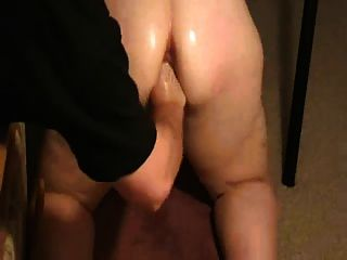 Amateur Chubby bekommt Spank und Faust