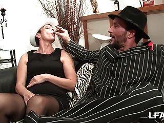 une mature et un zigarre