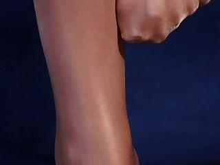 sexy Beine in glänzendem Hochglanz-Strumpfhosen