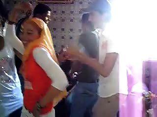 arabische Hijabi Hure tanzen 7