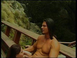 Brünette Babe mit winzigen Titten bekommt ihre Muschi geleckt und gefickt