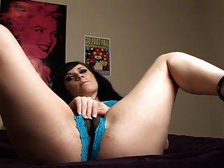 Rocker Babe will Nuss auf Pussy Ermutigung