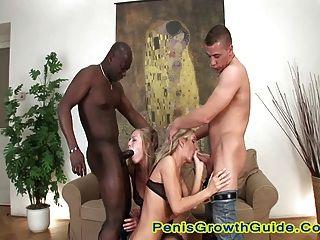 Gruppensex für zwei heiße Blondine