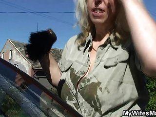 Schwiegersohn crams ihre alte Pussy und Mund