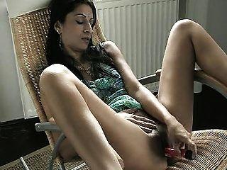 orientalisch aussehende Babe Dildo selbst (Hilfe identifizieren)
