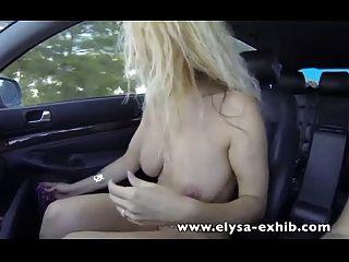 Öffentliches Geschlecht auf der Autobahn