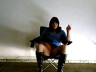 sarah rauchen in der garage