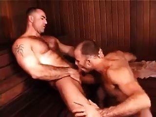 drei Jungs in der Sauna