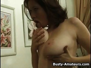 busty kathryn Striptease und Masturbation