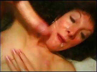 reife Schlampe anal und mehrere Gesichtsbehandlungen.