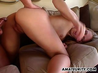 freche Amateur Teen Freundin Aktion mit Sperma im Mund