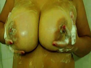 Amateur Hun bbw mit großen Titten duschen