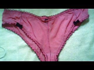 Sperma auf rosa Schlüpfer