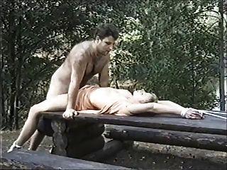 schwedische erotische Bondage im Wald