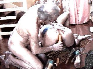 le fond du grenier: des bites dures pour des femmes mures