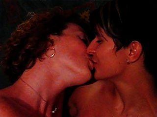 lesbische kuss lsebians küssen lesbianas besandose milf schwingen