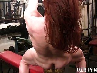 redhead cougar fickt ihre barbell