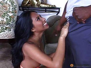 schwarzer Hahn in haariger asiatischer Pussy