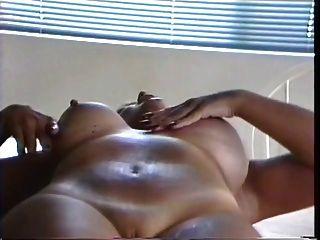 tattoo breasted laktierende dicke milf drückt milch von ihren geschwollenen titten