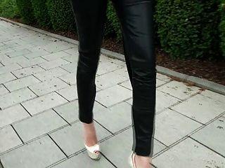 eine Diva, die in Lederhosen geht