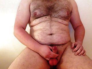 haariger Kerl aus berlin wichst seinen harten, ungeschnittenen deutschen Schwanz \u0026 Sperma