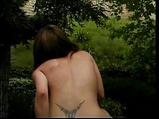 wunderschöne winzige Tit exotische Mädchen bekommt ihre Muschi und Mund draußen gefickt