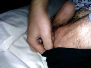 berührte weichen Schwanz meines Vaters im Bett
