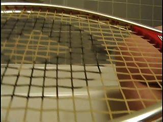 Delena Dämmerung 3 masturbieren mit einem Tennisschläger