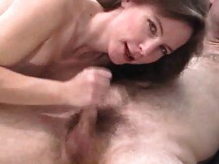 Amateur Milf saugt Dick und bekommt eine schöne Gesichtsbehandlung