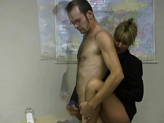 blonde mini jupe masturbe