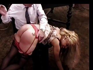 Bestrafung eines Bimbo 1 von 2