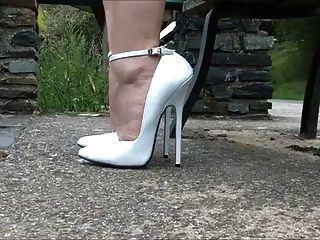 high heels nylons pinkelnde frau bilder