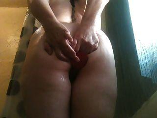 freche Frau anal Dildo spielen in der Dusche