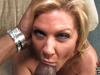 Hot Oma Ingwer gefickt von dicken schwarzen Schwanz
