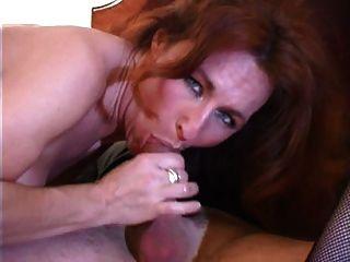 durchbohrte Pussy Lippen Milf in Strümpfe Hotel gangbang