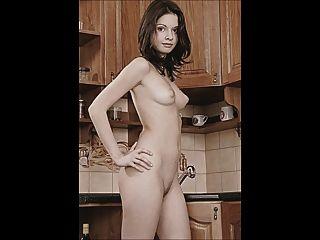 aline in ihrer küche