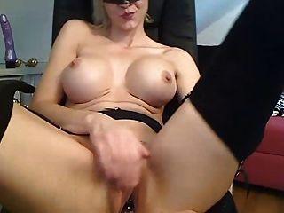 blonde hottie mit dildo auf ihre muschi