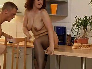 Reife wird in der Küche gefickt