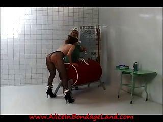Gefängnis lesbische ärztliche Untersuchung \u0026 Bondage Demütigung Bestrafung
