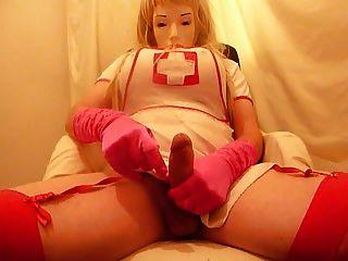 crossdresser plasticface cums auf rosa handschuhe