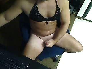 sissy fagot pindickrob wichst seinen winzigen Schwanz