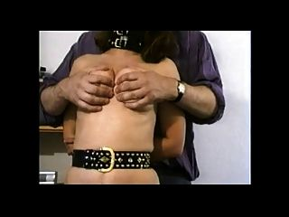 Titten Folter auf Schlampe Frau