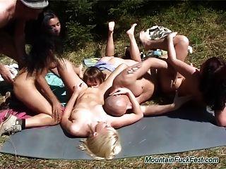 Gruppe Berg Fick Aktion Sex mit geilen Babes saugen