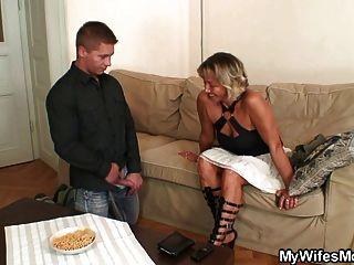 Frau findet ihn verdammte Schwiegermutter
