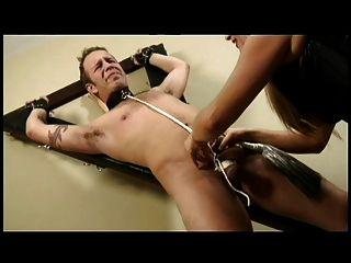 dominatrix bestraft ihre Sklavin