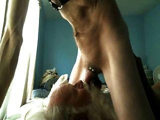 polarbear paul bekommt gesicht gefickt